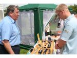 Dave gives advice to a prospective customer at a Wicksteed event.