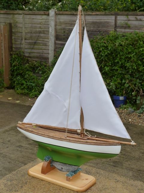 A very tired pond yacht | Model Boats
