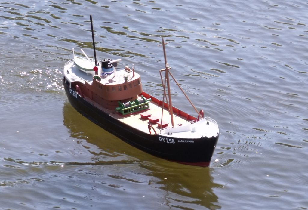 1960's Veron Trident Trawler - all wood kit | Model Boats